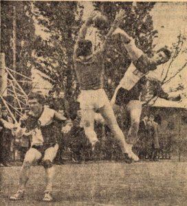 Mérkőzés részlet (forrás: Petőfi Népe - 1965)